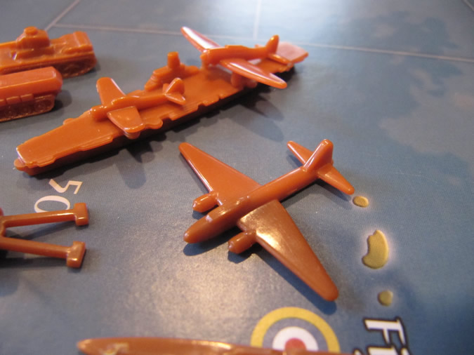 Axis & Allies Pacific 1940 - Strategic bombers can land on aircraft carriers.